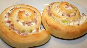 Pizzasnegle med skinke og porre